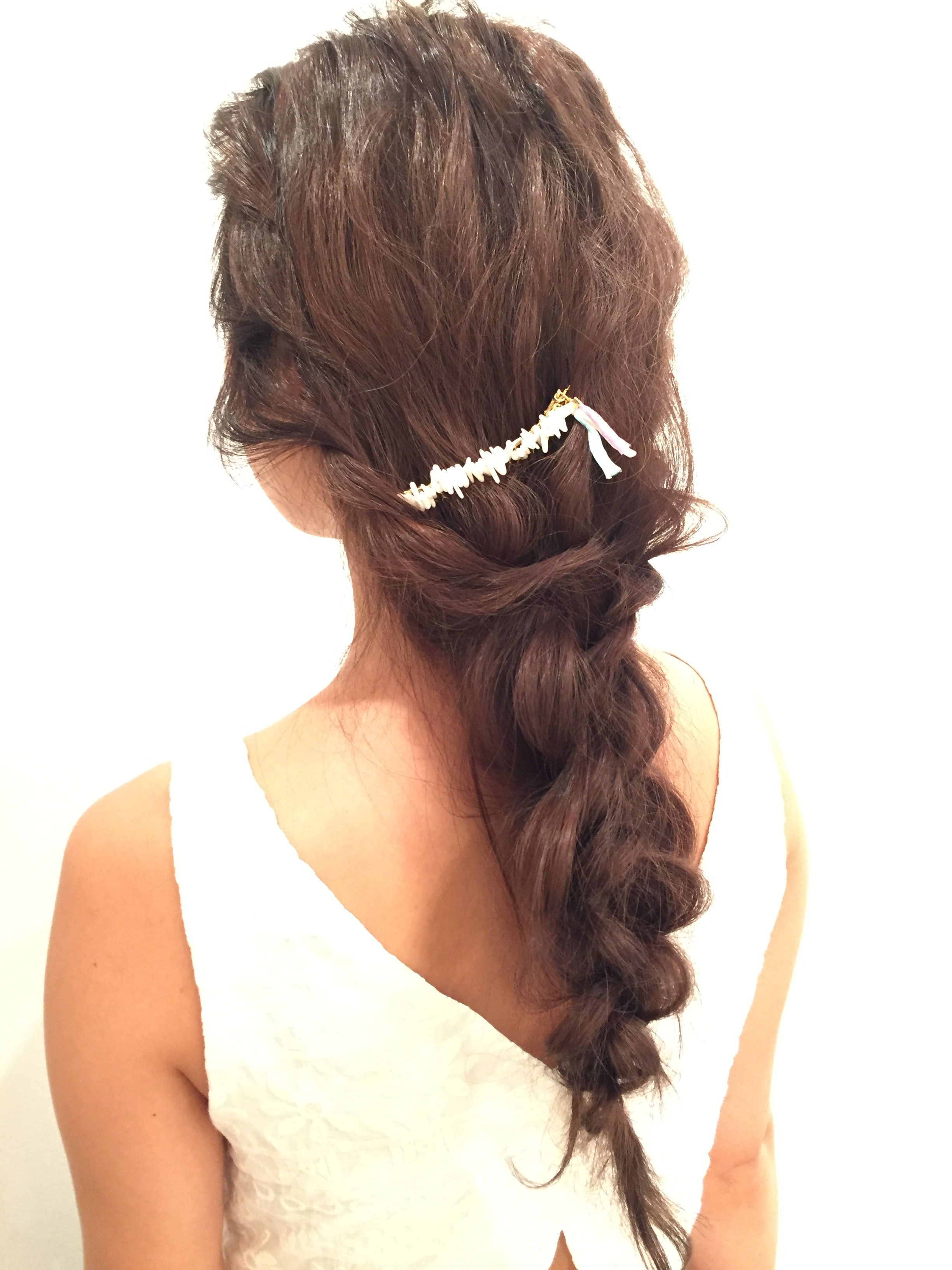 Lomaliaオリジナルヘアアクセを使用したアレンジスタイル