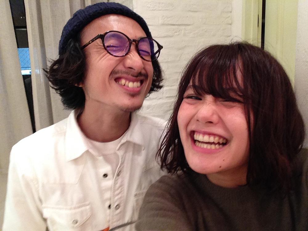 笑顔の小関とNARIKOちゃん