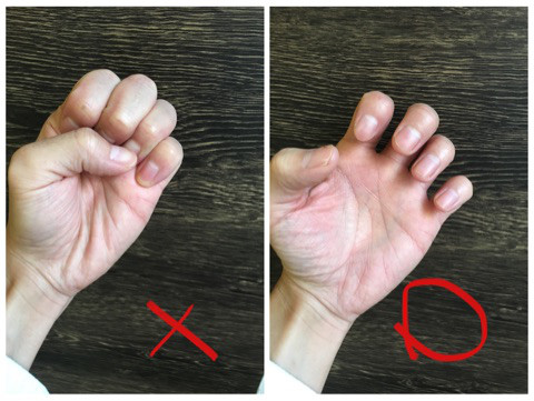 髪をさわるときの正しい手のカタチ