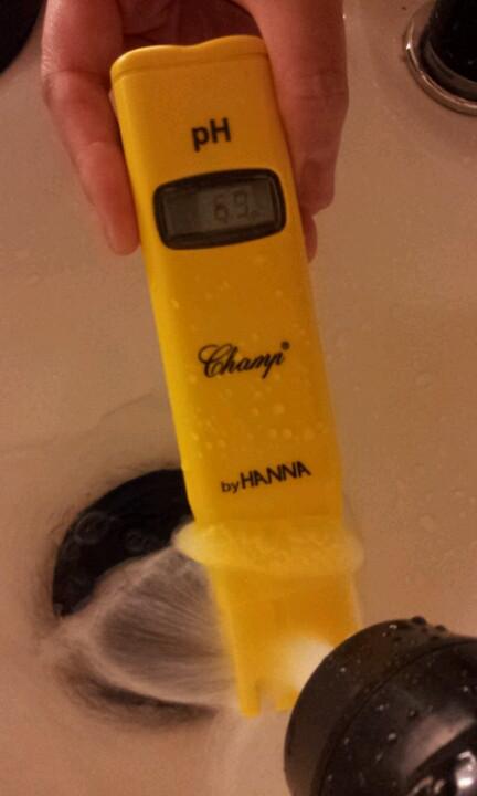 水道水のpHを計ったところ