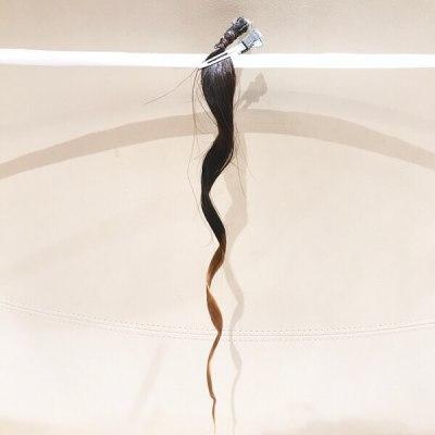 半分ブリーチした髪のかかり具合