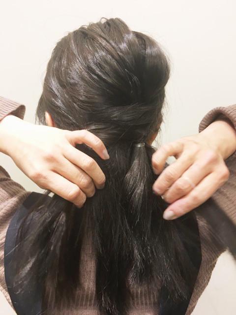 さらに下の毛束を左側に寄せてくるりんぱ