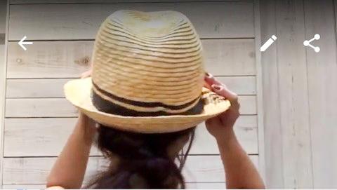 帽子をかぶって後ろから見たところ