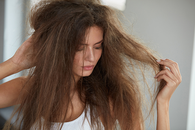 髪が傷むヘアアイロン