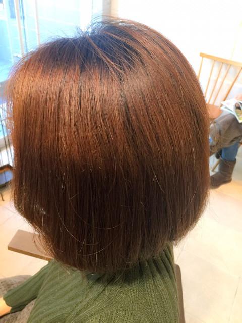 色が飛んだ部分の髪