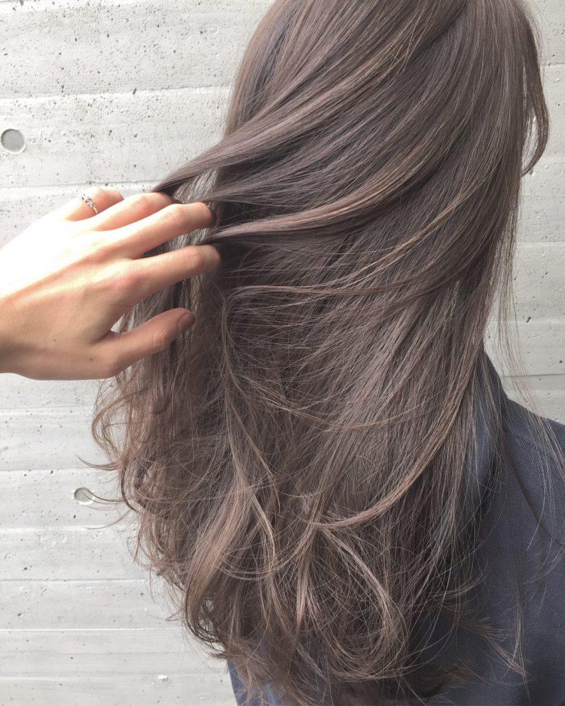新しい髪色 新生活 ヘアカラー 人気カラー ハイライト グラデーションカラー グレージュ ミルクティーグレージュ ラベンダー系