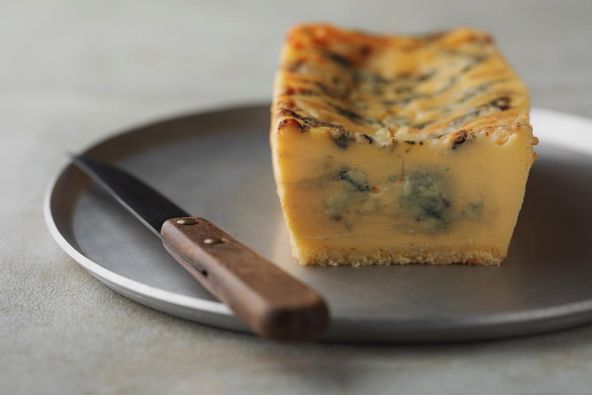 1分間に100個売れた生ブルーチーズケーキ専門店『青』のチーズケーキ